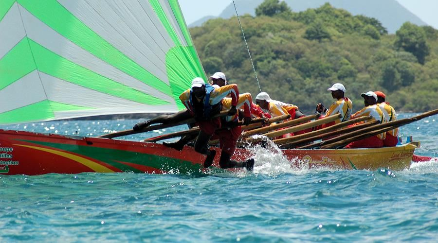 gommier and yoles, traditional sport in martinique