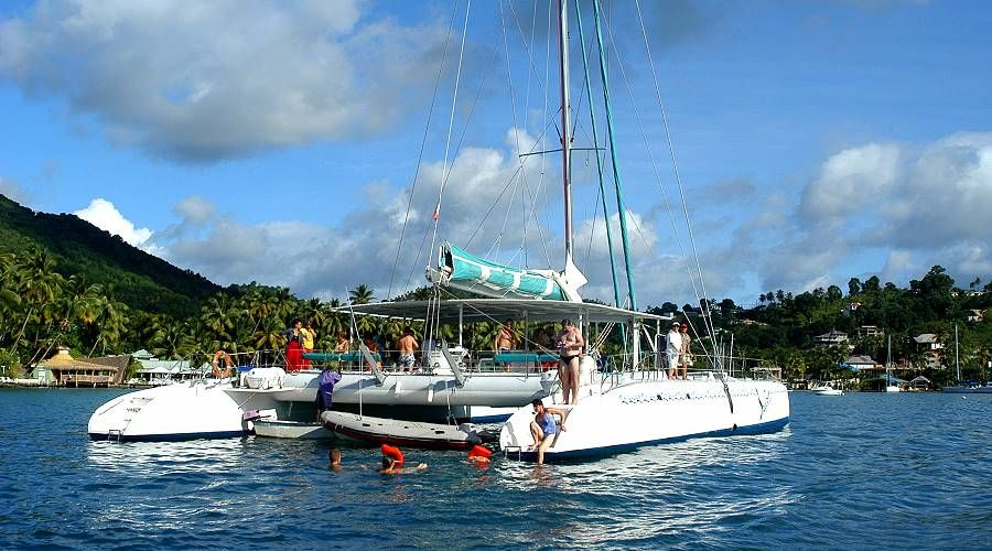 Day excursions in catamaran