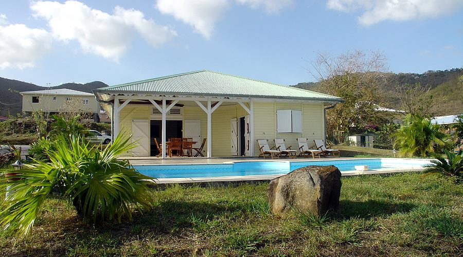villa citronelle at Diamant in Martinique,in a quiet area 800m from the village center and 5 minutes from all services, beautiful Creole style villa with pool, well furnished and equipped with every comfort for 6 people