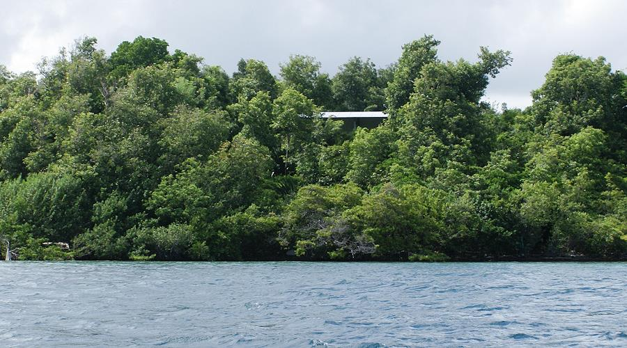 villa on island ilet à l'eau in the Bay of Robert in Martinique