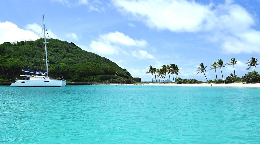 Grenadines new year catamaran cruise