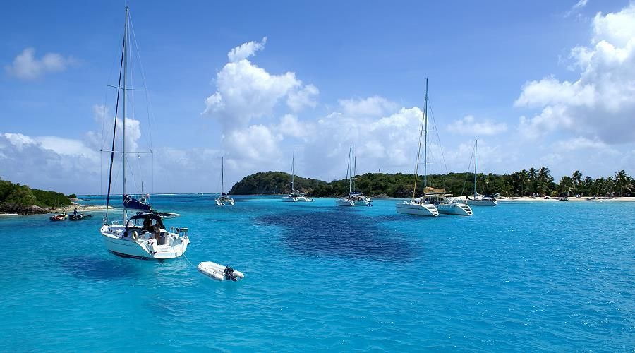 Grenadines 8 days cruise by maxi catamaran